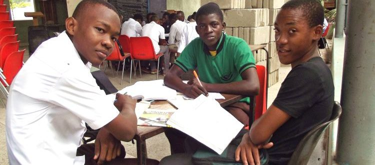 tanzania_daressalaam_mkubica_studyroom