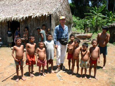 W otoczeniu najmłodszych mieszkańców wioski